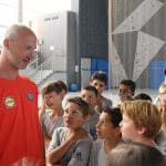 Thierry Omeyer discute avec les enfants des Stages Omeyer