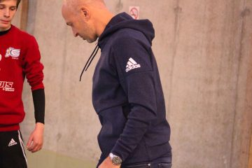 Thierry omeyer effectue une demonstration de handball