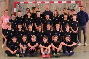 Photo de thierry omeyer et des élèves des stages handball