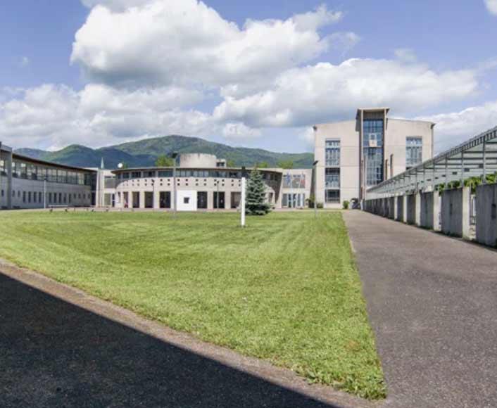 Photo des bâtiments qui servent d'hébergement pour les stagiaires des stages handball été