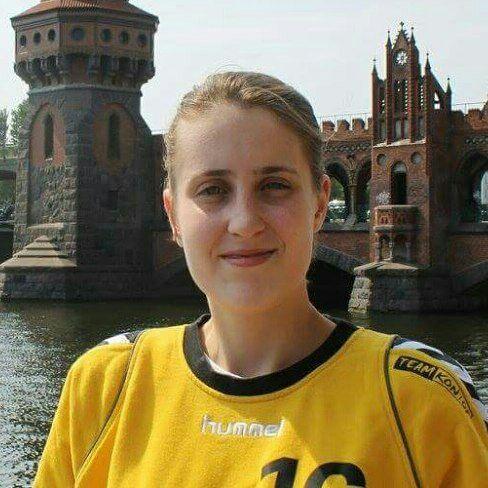 Photo de Ariane Finck, entraîneure pour les stages omeyer et ancienne gardienne professionnelle de handball